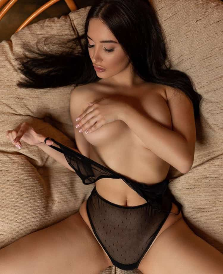 Brunette escort paris, high class escorts paris, deluxe escorts paris, paris luxury escorts, service de escorte vip à paris, brunette companions in Paris